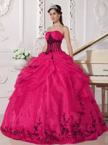 New Lace-up Red Military Ball Gowns Cheap with Black Appliques